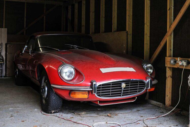 Jaguar-E-Type-(Barn-Find)